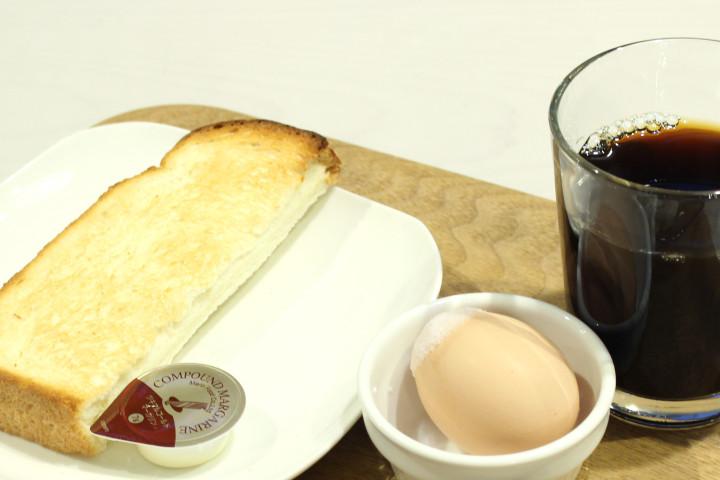 ゆで卵とトーストとコーヒー